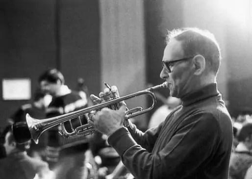 Morricone débuta sa carrière comme trompettiste à la fin des années 40.