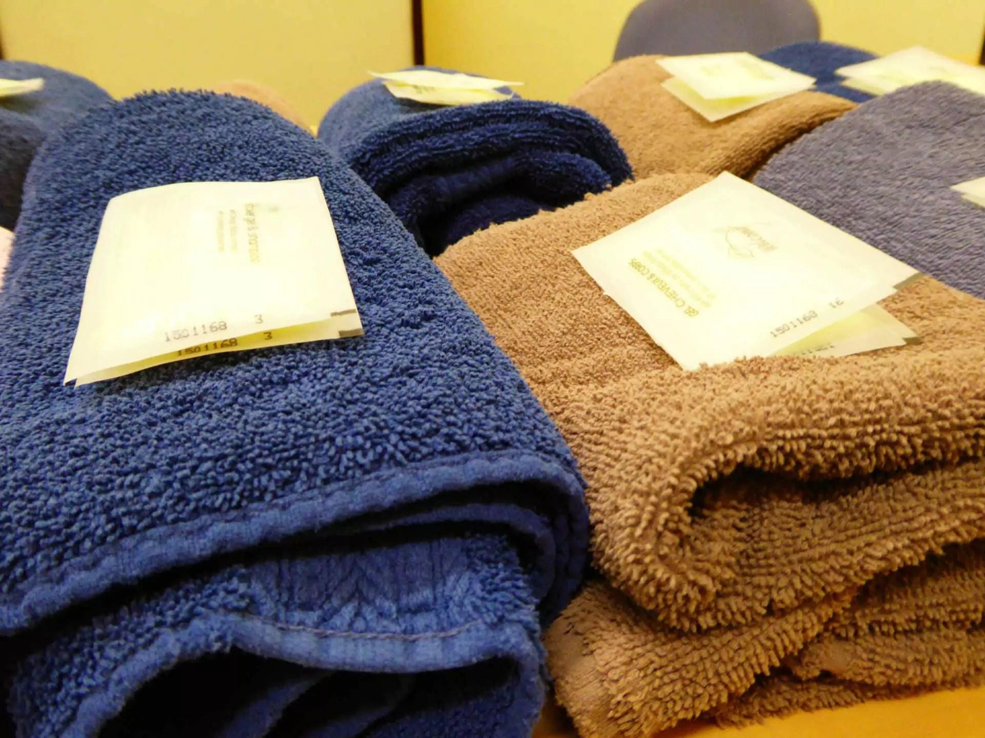 A l'entrée, des serviettes et des savons individuels sont mis à la disposition des usagés