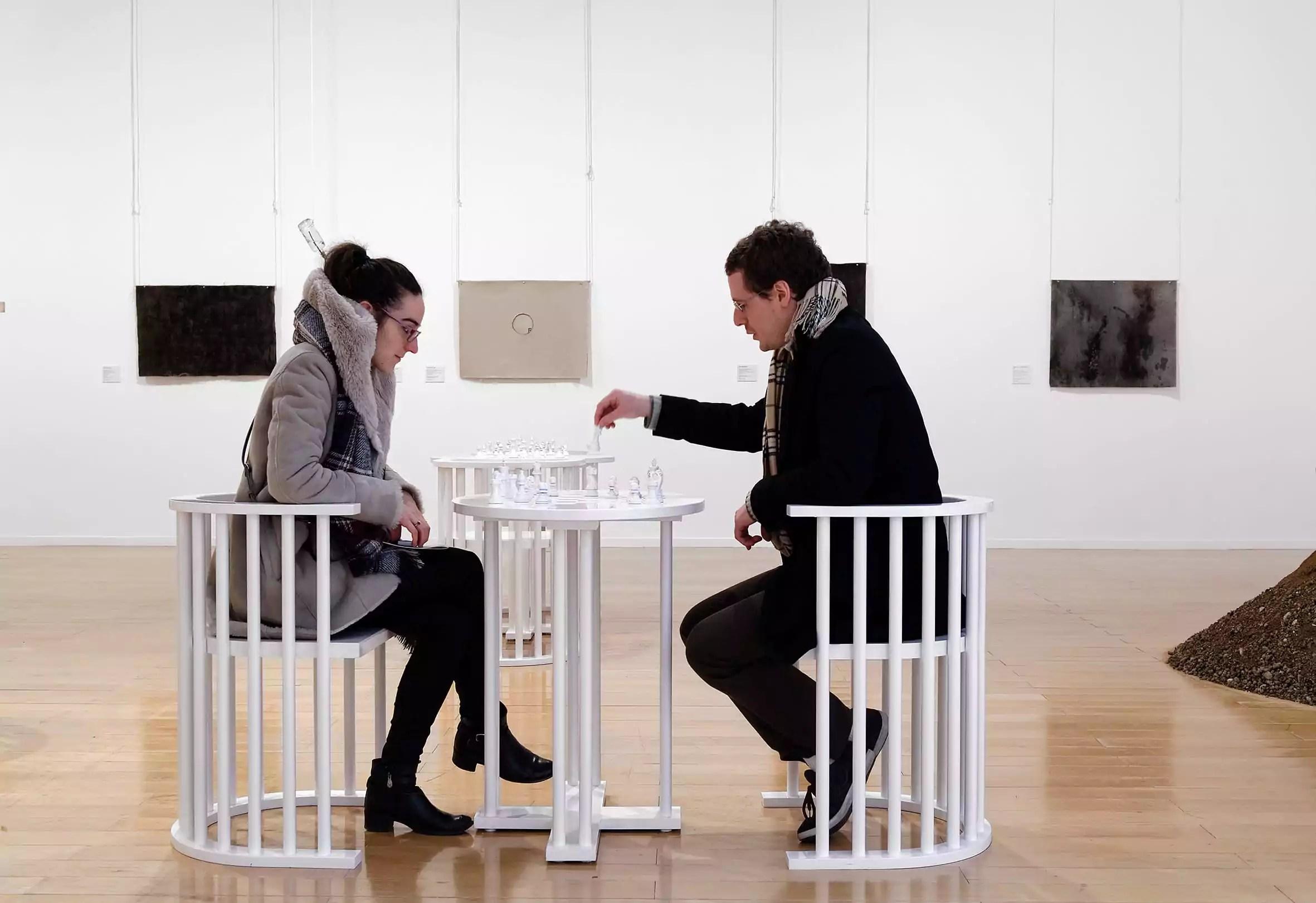 Vue de la rétrospective YOKO ONO Lumière de L'aube au MAC Lyon (09 mars – 10 juillet 2016) /Œuvre : Play It By Trust / Courtesy Yoko Ono / © Photo : Blaise Adilon