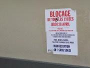 Affiche collée mercredi 27 avril sur la façade du lycée Ampère-Saxe, à Lyon. ©LB/Rue89Lyon