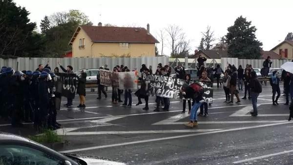 A Vaulx-en-Velin, manif sauvage contre Manuel Valls : périph bloqué et interpellations
