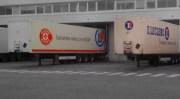 """Des camions Leclerc sur lesquels on peut lire """"consommer mieux ça se décide"""". ©Romain Gaidioz/Épicerie équitable"""