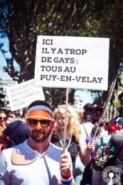 Photo des participants au char de la Gay pride réalisé par Hétéroclite.