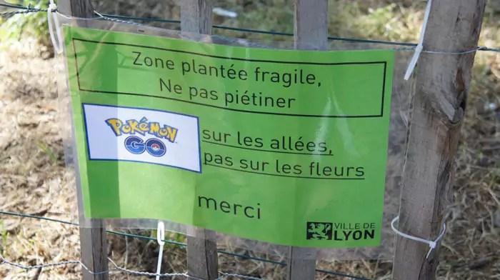 Pancarte Pokémon Go Parc de la Tête d'Or Lyon. © Romain Chevalier/Rue89Lyon.