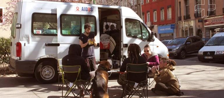 «Chasser le dragon» : à Grenoble ils aident à consommer la drogue proprement
