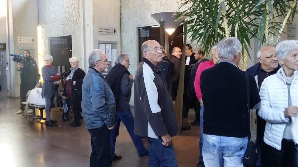 Partisans et opposants du Center Parcs de Roybon avaient fait le déplacement pour l'audience devant la cour administrative d'appel de Lyon. ©LB/Rue89Lyon