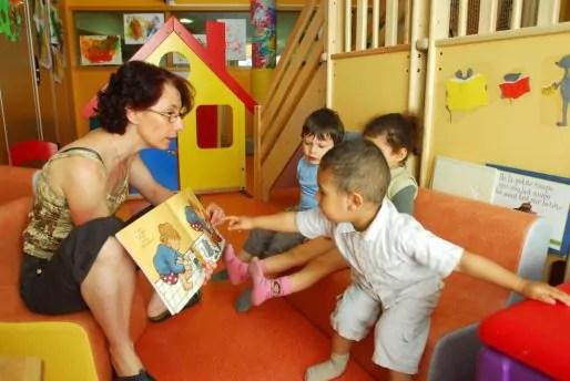"""Un atelier """"Parler bambin"""" dans la crèche 3 Pom du quartier Malherbe à Grenoble, en 2014. Crédit : Ville de Grenoble."""