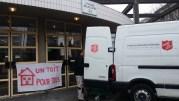 Lundi 6 février, fermeture du gymnase Bellecombe qui avait pris le relais du gymnase Chanfray pour héberger 140 SDF. Des militants du droit au logement se sont déplacés. ©LB/Rue89Lyon