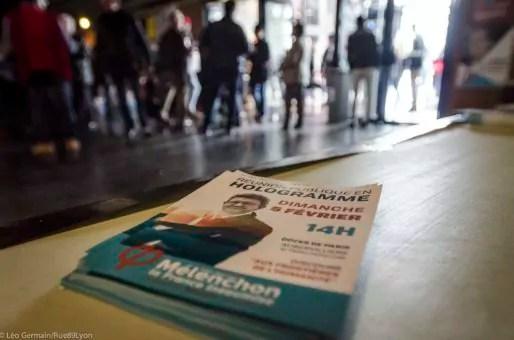 Tracts lors du meeting de Jean Luc Mélanchon le 5 février 2017 à Eurexpo à Lyon. ©Léo Germain/Rue89Lyon