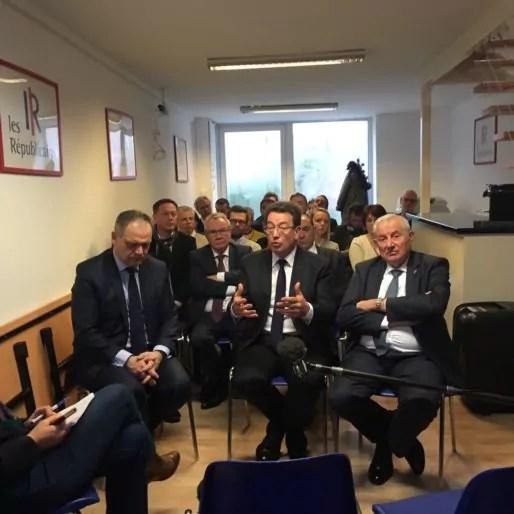 Philippe Cochet, aux côtés de François-Noël Buffet (gauche) et Michel Forissier lors de l'inauguration de la fédération LR du Rhône. Photo DD/Rue89Lyon