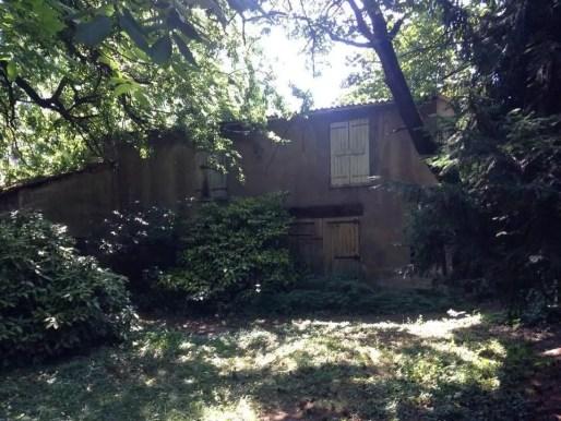 L'une des dépendances où habitait l'ancien gardien de la villa Monoyer