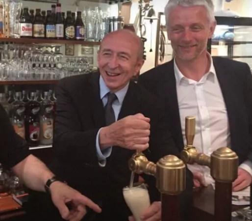 Gérard Collomb devant une tireuse à bière pour faire la campagne de Hubert Julien Lafferrière, jeudi 8 juin 2017. Capture d'écran du profil FB du candidat.