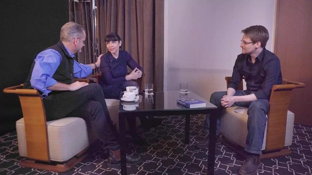 Edward Snowden, Birgitta Jonsdottir et Larry Lessig en conversation dans Meeting Snowden ©Zadig / Arte