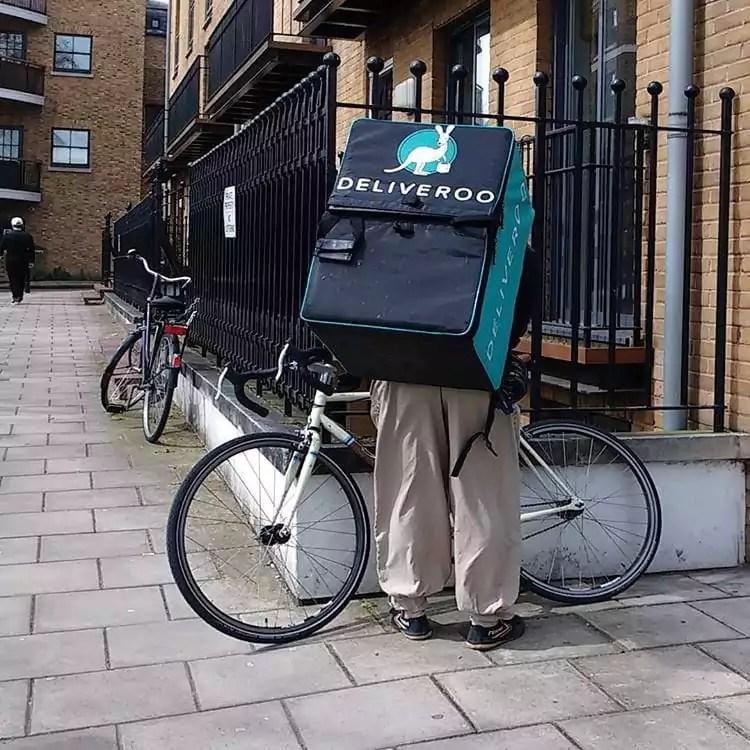 Livreur Deliveroo à Londres en avrl 2016 CC Môsieur J