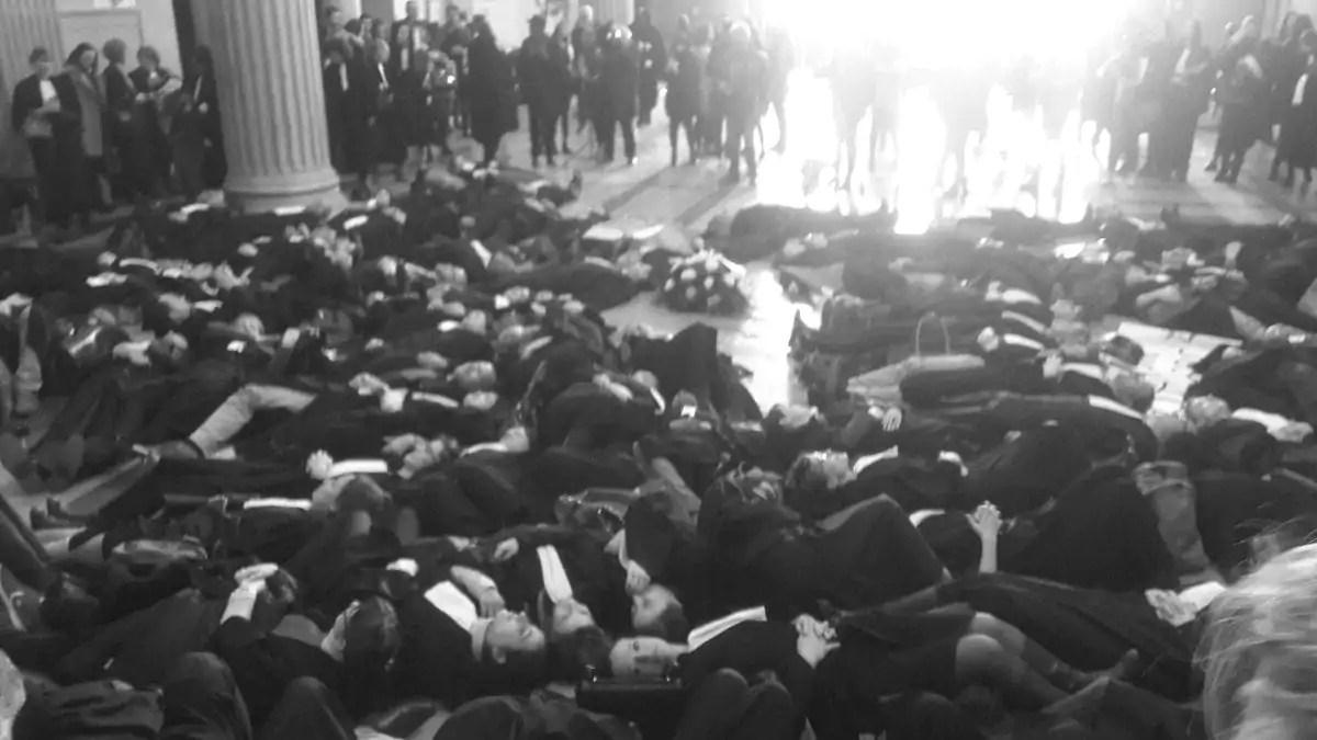 Avocats, magistrats, greffiers appelés à une journée de grève ce vendredi — Tours