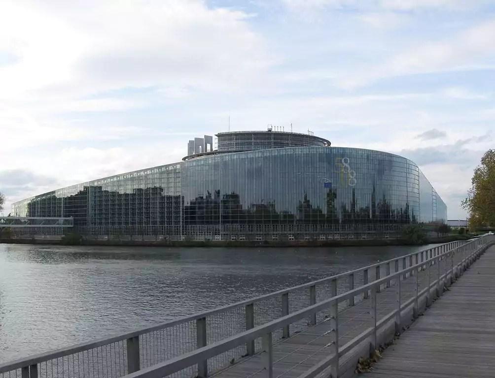 Bataille du siège du parlement européen : un partout balle au centre