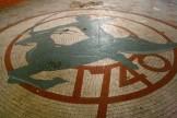 Dans la salle de brassage, sol décoré avec la date de création de la brasserie (Photo MM / Rue89 Strasbourg)