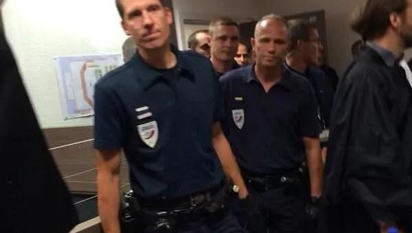 En grève, des avocats évacués d'une salle d'audience par la police