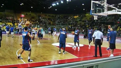 Comme chaque année ou presque, la préparation de l'équipe de France passe par Strasbourg. Ici en 2007 à l'échauffement. (Photo JFG/ Rue89 Strasbourg)