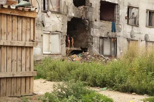 Plus d'un tiers des Roms vivant dans le bidonville sont de jeunes enfants. (Photo Bulli Tour)