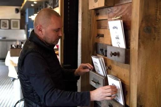 """Gilles Egloff (42 ans), associé à Jérôme Fricker, créateur de la carte de """"La Corde à Linge""""."""