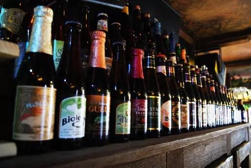 Les Berthom proposent des pressions un peu spéciales mais ils ont également une diversité de bières en bouteille. (Photo Nadège El Ghomari)
