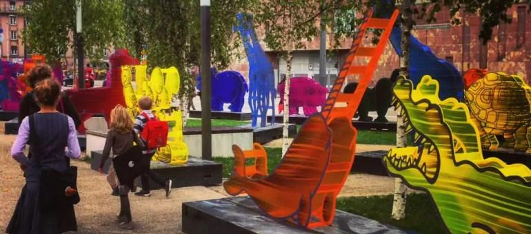 les questions sur les animaux multicolores de la place de l 39 toile. Black Bedroom Furniture Sets. Home Design Ideas