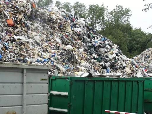 L'Eurométropole estime qu'elle produit 160 000 tonnes de déchets ménagers par an, qu'il faut bien traiter malgré les problèmes de son usine d'incinération. (Photo Daniel Grossenbacher / Flickr /cc)
