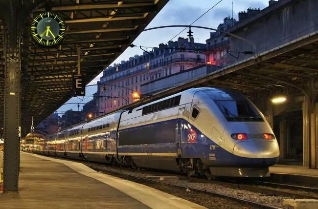 Un TGV duplex (sur deux étages) en gare de Paris (photo Nelso Silva / Flickr / cc)