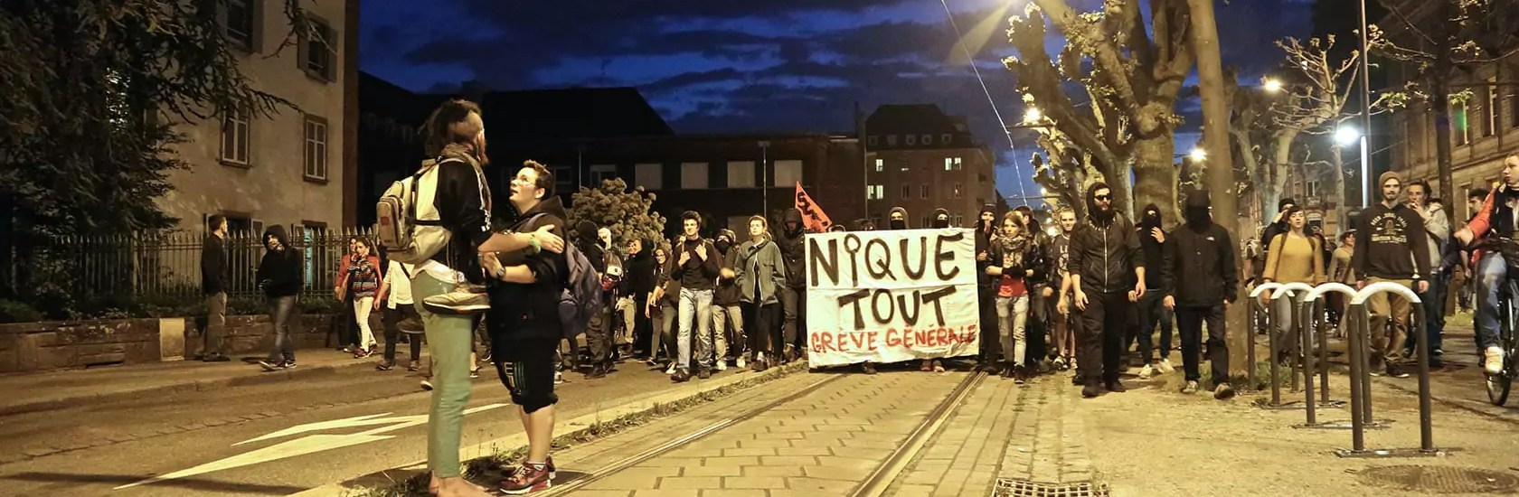 Manifestation sauvage en réaction à l'usage de l'article 49-3 mardi soir