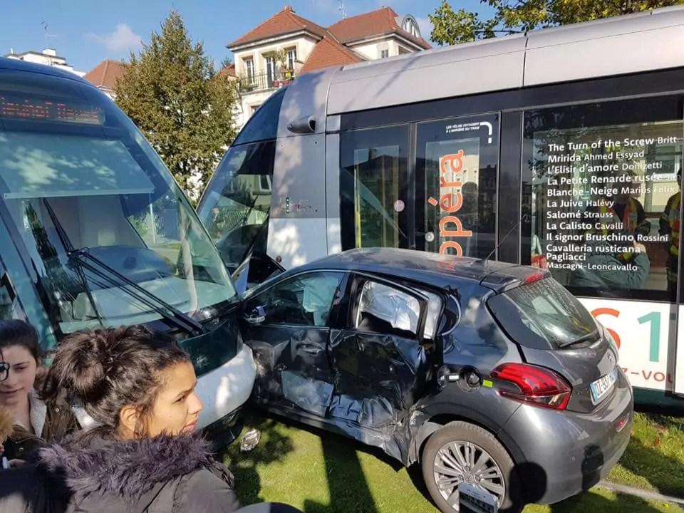 Accident entre deux tramways et une voiture avenue Jean Jaurès