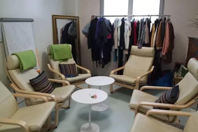 Les usagers peuvent faire des activités et se servir en vêtements (Photo DL/Rue 89 Strasbourg/cc)