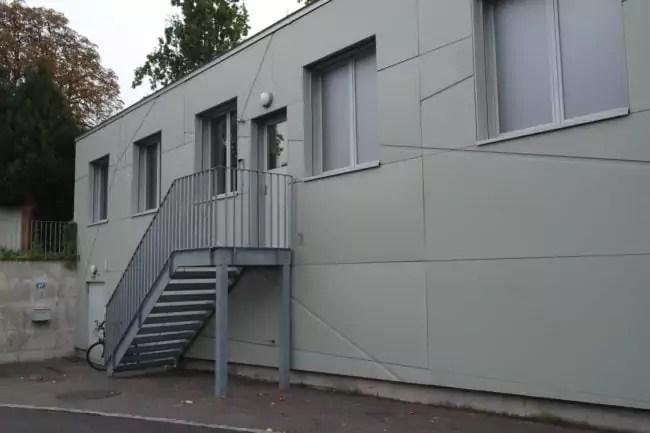 Préfabriqué, le bâtiment peut être déplacé ou démonté facilement (Photo DL/Rue 89 Strasbourg)