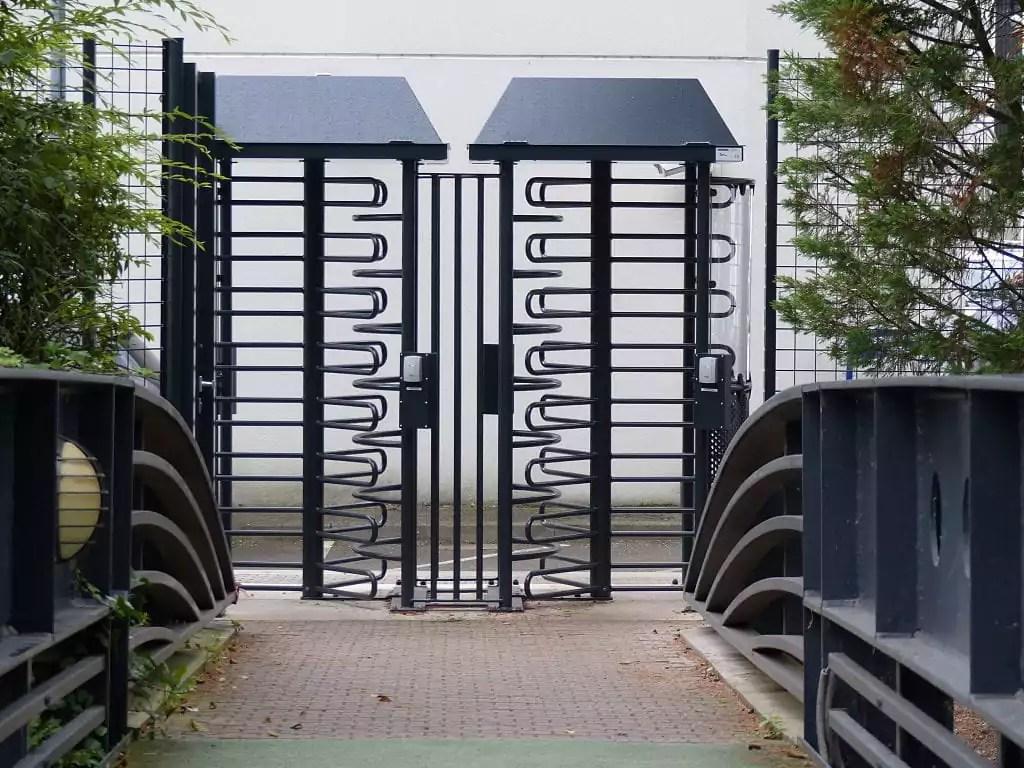 Le siège du Crédit Mutuel au Wacken réduit son accès aux vélos