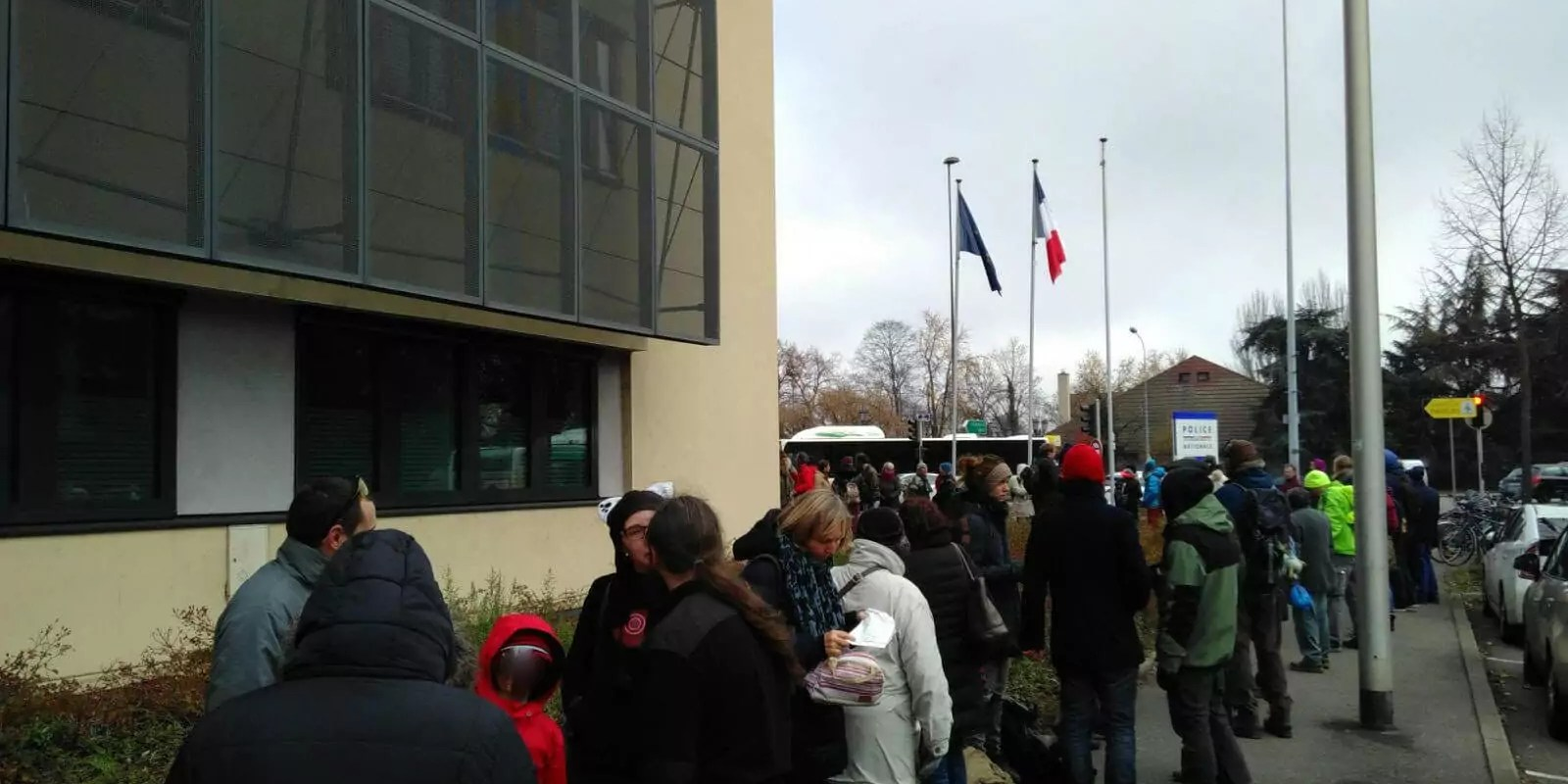 À Colmar, environ 30 citoyens portent plainte contre le danger des centrales nucléaires