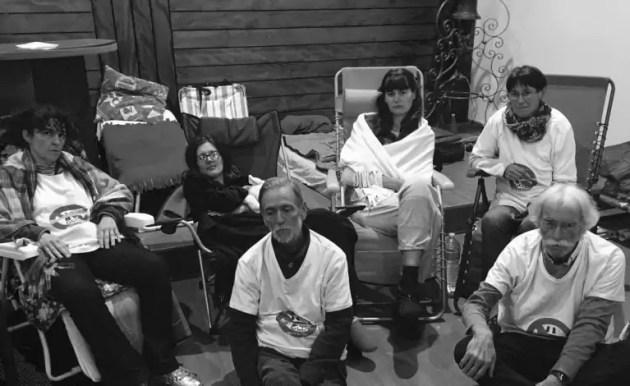 Les grévistes de la faim du Collectif GCO Non Merci à l'église de Bischheim (doc remis)
