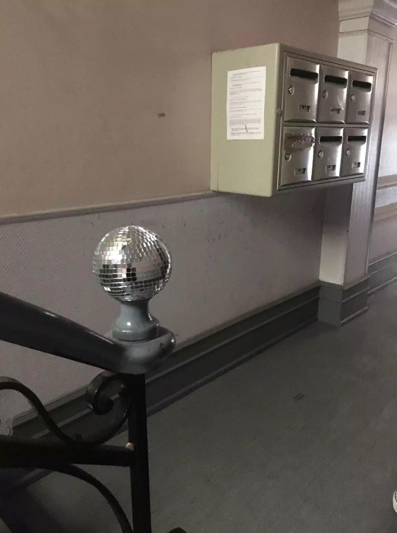 Une boule à facettes de Disco Invaders (Photo Myriam Niss / doc remis)