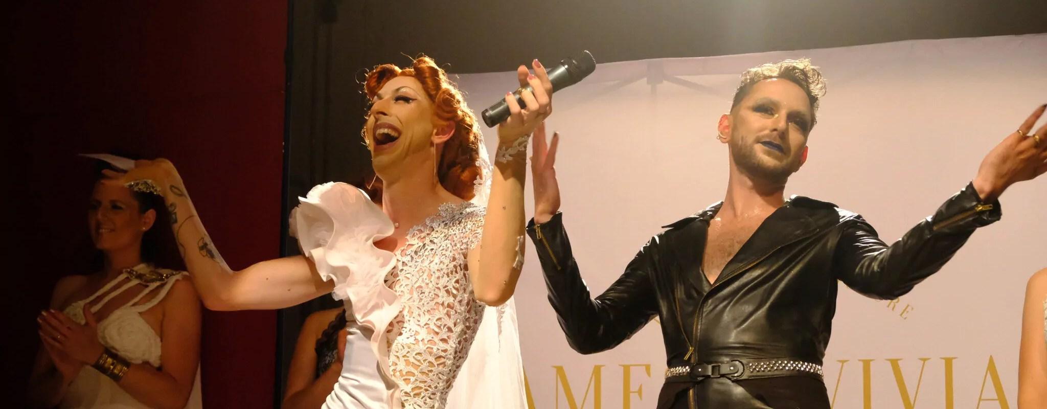 Deux couturiers drag-queens lancent des robes de mariées d'un autre genre