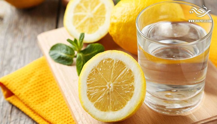 تعرف على فوائد شرب الماء و الليمون على الريق