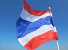 Thai Fahne vor blauem Himmel
