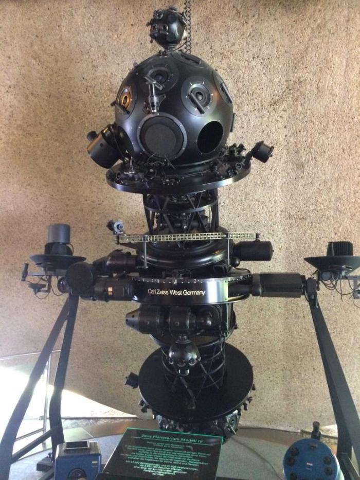 Ausstellungsstück Projektor
