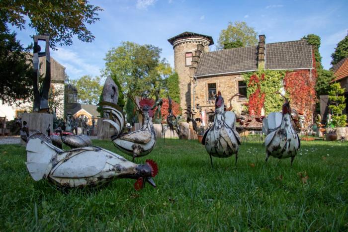 Hühner als Kunstwerke