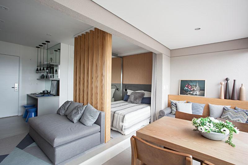 Desain Dapur Sempit Memanjang  apartemen mungil ini mengintegrasi balkon dengan area