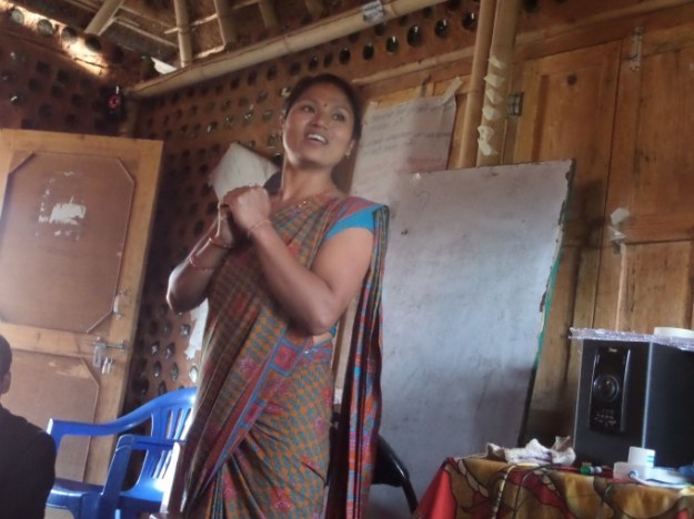 Ms. Balkumari of ShikharapurSchool givesthanks tothetrainers and Rukmini Foundation
