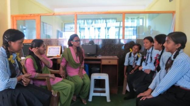 Ruku_DIdi_intereacting_with_Ruku_Scholars_of_Arunodaya_School
