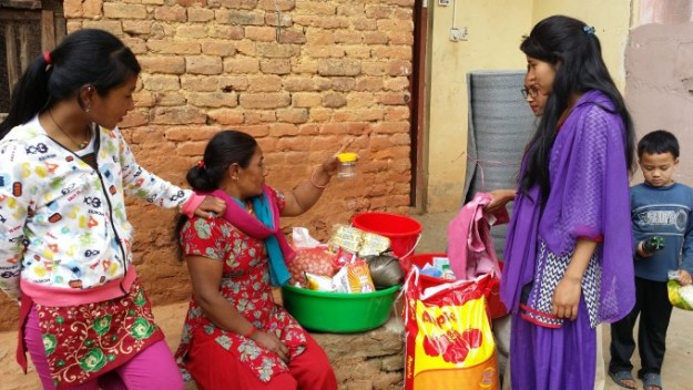 Smriti's mother learns how to purify water with the chlorine
