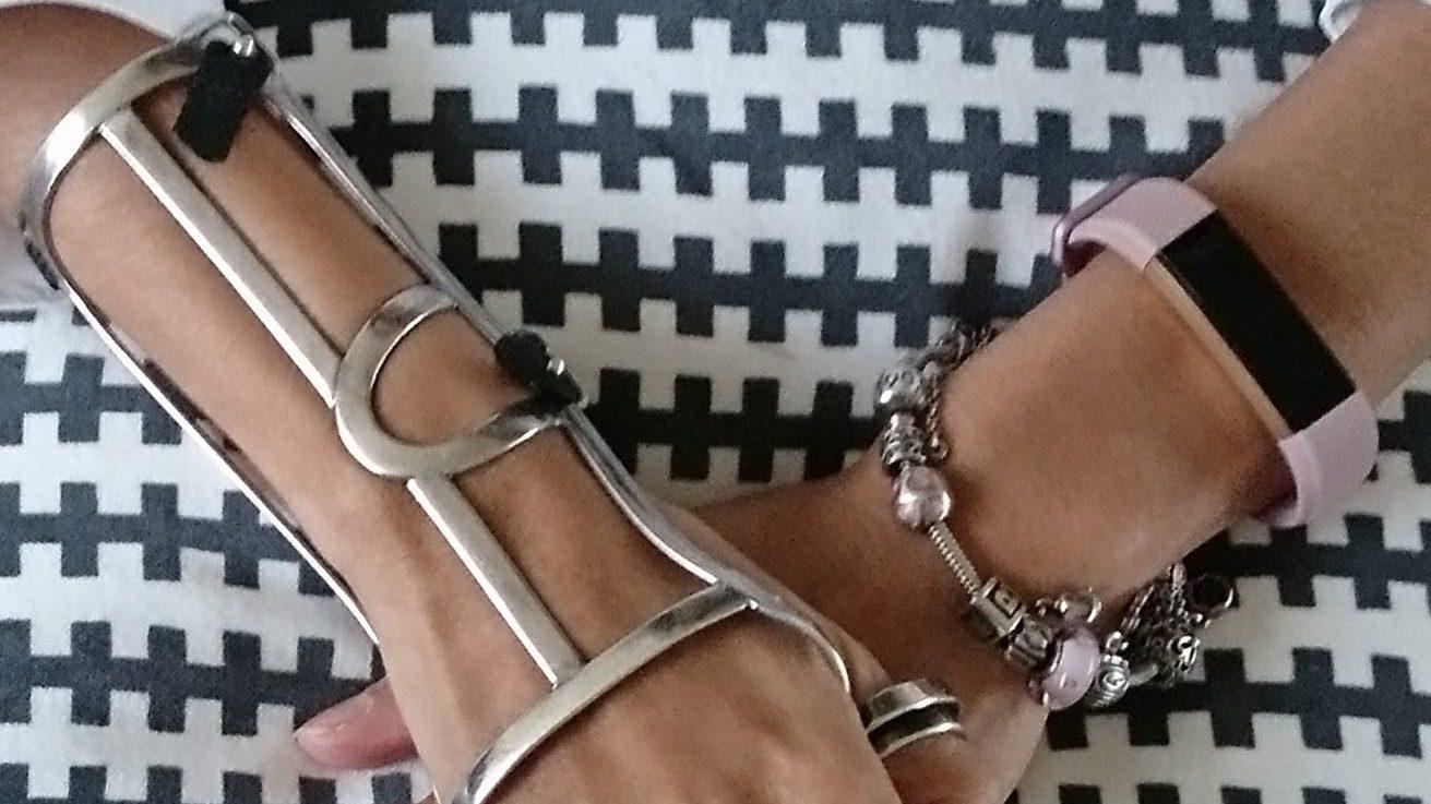 Mijn handspalk , Pandora armband en Fitbit. spalk