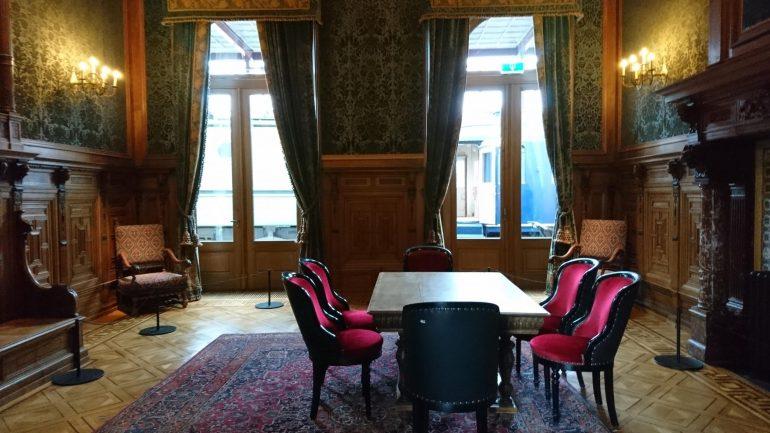 De koninklijke wachtkamer.