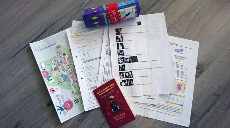 Dit zat er in het boekje, verder namen we viltstiften en leeg papier mee om dingen eventueel uit te kunnen tekenen. In het Spoorwegmuseum kregen we een paspoort.