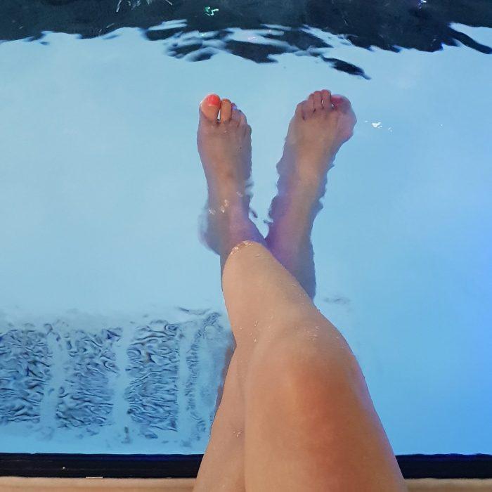 In het zwembad, niet bij de zwemles, maar gewoon bij het vrijzwemmen.